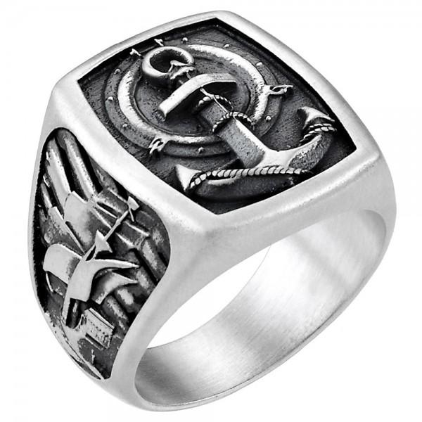 Anello con ali in argento.