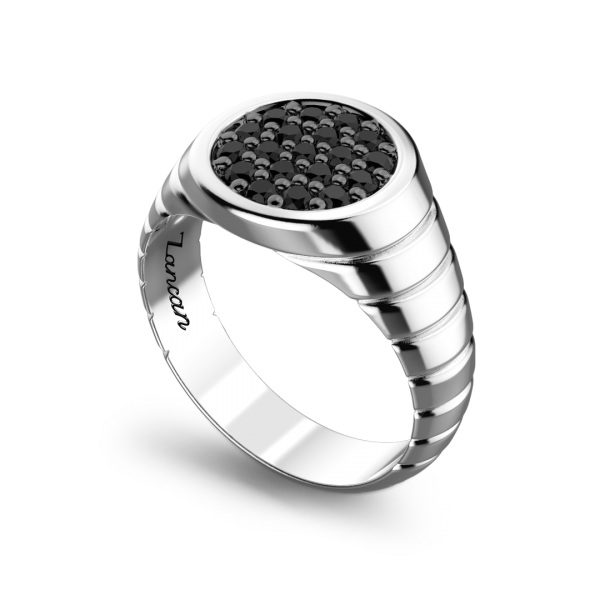 Anello Zancan in argento con pietre nere.